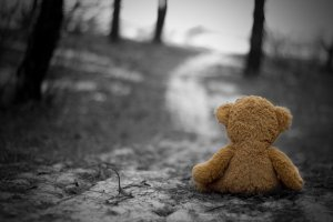138716__toy-loneliness-grief-sadness-autumn-nostalgia-cold_p
